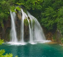 Scenic waterfall and turquoise water. by cloud7