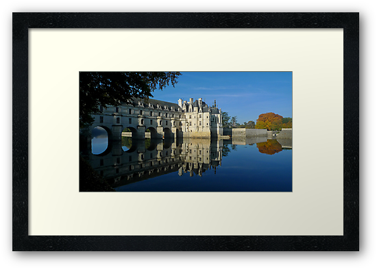 Chenonceau castle in autumn by Peter Zentjens