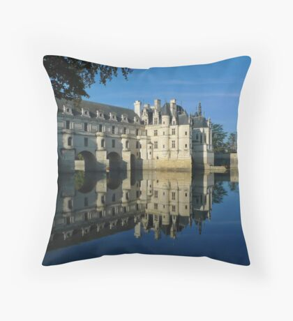 Chenonceau castle in autumn Throw Pillow