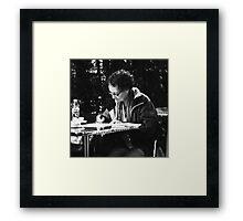la escritora Framed Print
