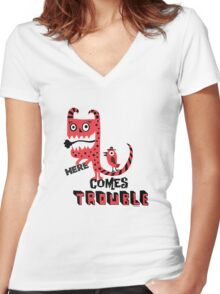 Here Comes Trouble - deux Women's Fitted V-Neck T-Shirt