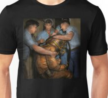 Steampunk - Diver - A load off my shoulders 1936 Unisex T-Shirt