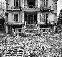The Salem Mansion by V-Light