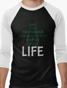 ONE FINE FISHERMAN LIVES HERE, WITH THE CATCH OF HIS LIFE Men's Baseball ¾ T-Shirt