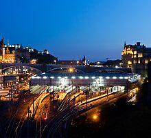Edinburgh North bridge by Florian Wieser