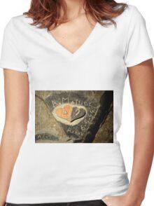 ww2 grafitti hearts underground Women's Fitted V-Neck T-Shirt