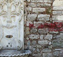Juxtaposition - marble fountain and graffiti (Topkapı Sarayı) by Marjolein Katsma