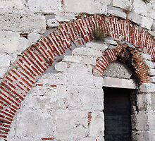 Brick arches in Yedikule Hisarı (Yedikule Fortress) by Marjolein Katsma