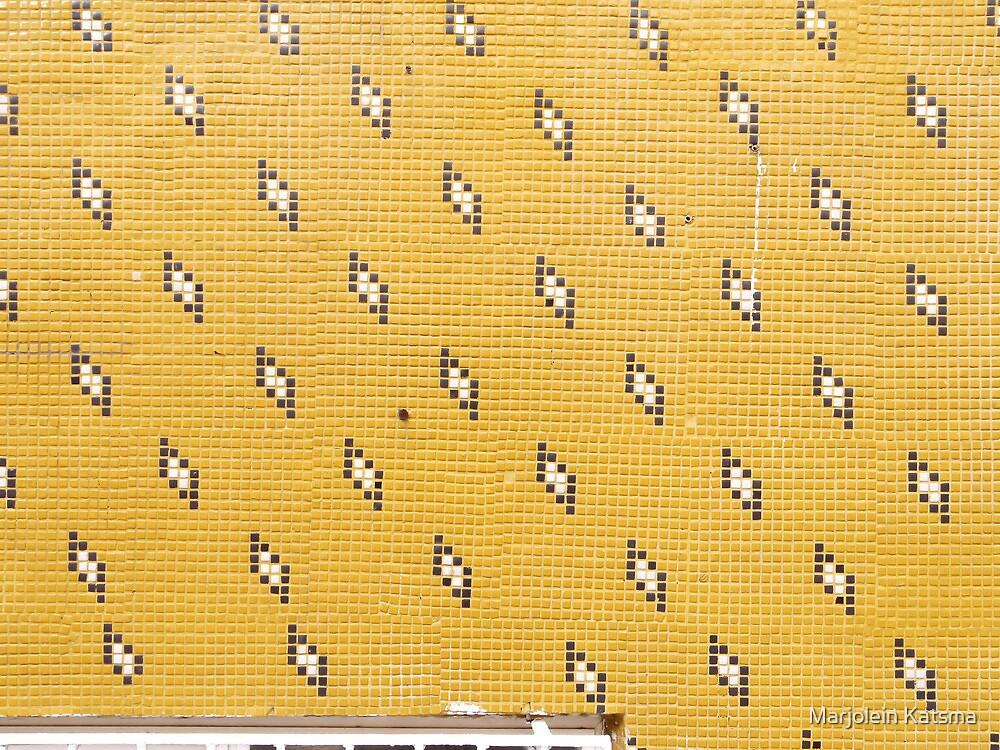 (Ir)regular: tiles on a modern building in Eyüp by Marjolein Katsma