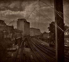 Through the looking glass of London by erose