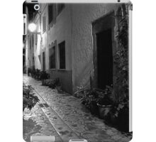 A Pretty Alleyway iPad Case/Skin