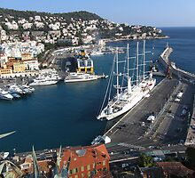 The harbor of Nice by daffodil