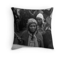 Rostros del Tipnis Throw Pillow