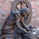 Doing laundry in the river - Lavando ropa en el rio - sculpture by PtoVallartaMex