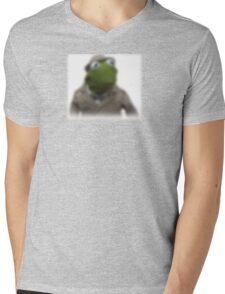 Blurred kermit reporter Mens V-Neck T-Shirt