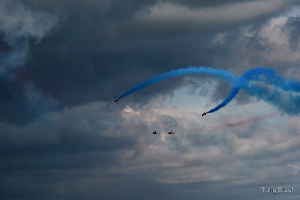 The Red Arrows 18 by Tony Steel