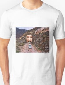 (✿◠‿◠) FACE IN MOUNTAIN OPEN MOUTH DRIVE THROUGH (✿◠‿◠) T-Shirt