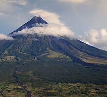 Mayon Volcano by BongShei