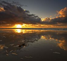 Sunset in the sand by Hetty Mellink