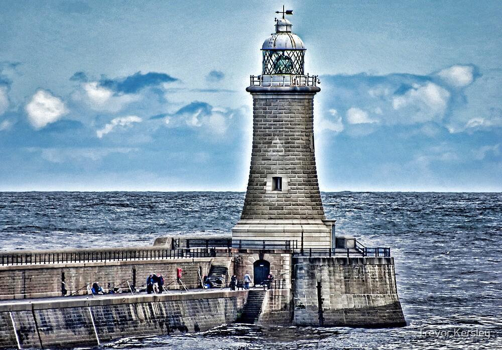 Harbour Light - Tynemouth. by Trevor Kersley