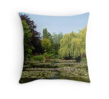 Jardin d'eau à Giverny Throw Pillow