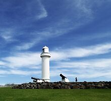 Wollongong Harbour Lighthouse #2 by waxyfrog