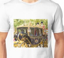 Chinese President Xi Jinping and his wife Peng Liyuan joined the Queen in a state procession  Unisex T-Shirt