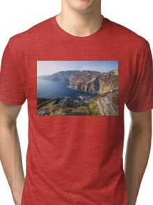 Sliabh Liag sea cliffs in Co. Donegal Tri-blend T-Shirt