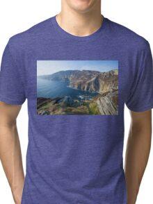 Sliabh Liag sea cliffs in Co. Donegal Tri-blend T-Shirt