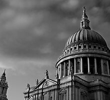 St Paul's Dome, London, UK by strangelight