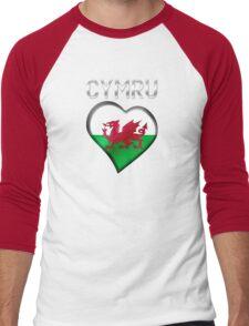 Cymru - Welsh Flag Heart & Text - Metallic Men's Baseball ¾ T-Shirt
