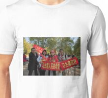 Banners as the Chinese President Xi Jinping and his wife Peng Liyuan joined the Queen in a state procession  Unisex T-Shirt