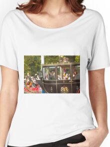 Chinese President Xi Jinping and his wife Peng Liyuan joined the Queen in a state procession  Women's Relaxed Fit T-Shirt