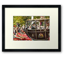 Chinese President Xi Jinping and his wife Peng Liyuan joined the Queen in a state procession  Framed Print