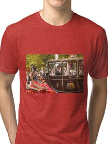 Chinese President Xi Jinping and his wife Peng Liyuan joined the Queen in a state procession  Tri-blend T-Shirt