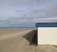 boulogne beach hut by mike parker