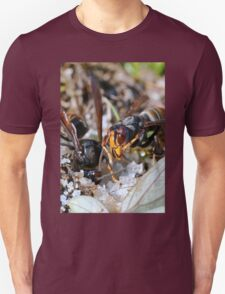 Wasps Black and Orange a 4 (c)(h), a moment of their life  by Olao-Olavia par Okaio Créations Unisex T-Shirt