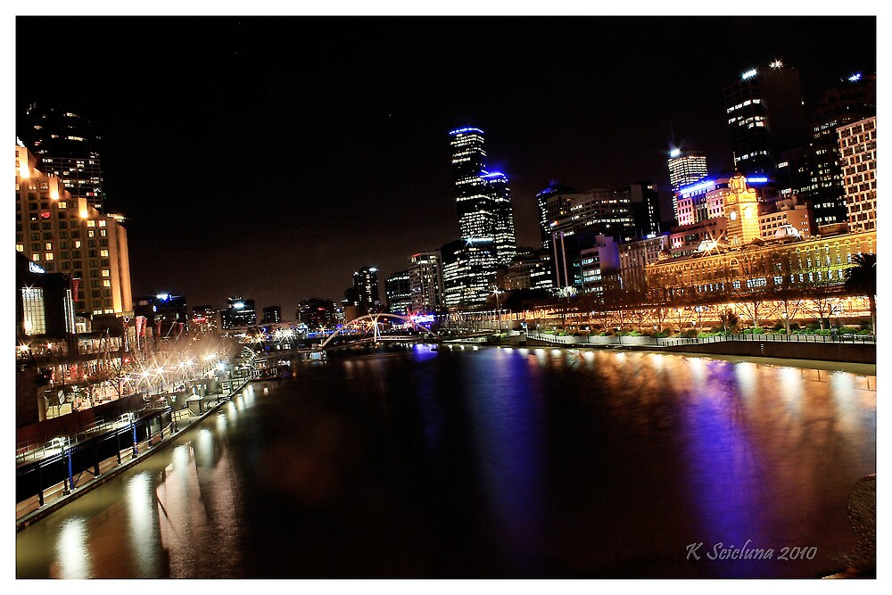 Melbourne in colourful times by bluetaipan