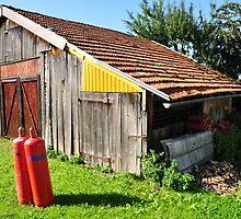 barn in the neighborhood by Daidalos