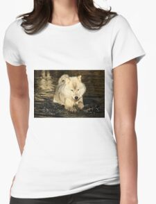 Arctic wolf doing the doggy paddle Womens Fitted T-Shirt