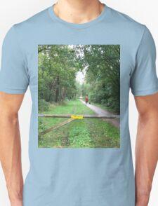 De Paseo por el Bosque Unisex T-Shirt