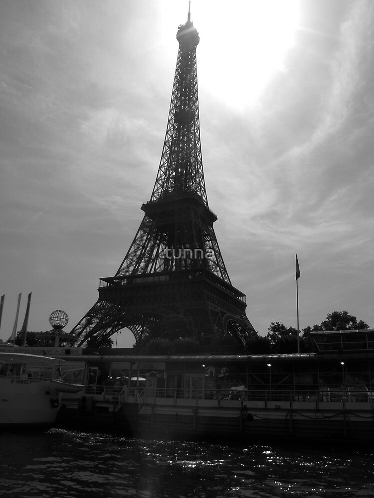 Eiffel Tower frome the Seine by tunna