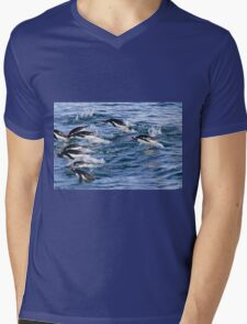 Gentoo penguins (Pygoscelis papua). swimming in the ocean Mens V-Neck T-Shirt