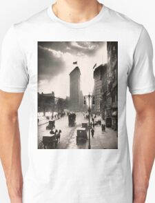 Vintage Photograph of The NYC Flat Iron Building 2 T-Shirt