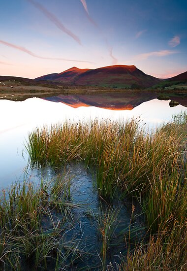 Red glow on Blencathra by mattcattell