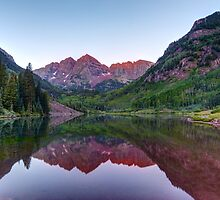 Maroon Bells - First Light by Stephen Beattie