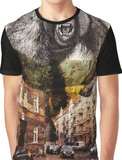 gorilla in the city Graphic T-Shirt