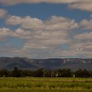 Capertee Valley by Lorraine Creagh