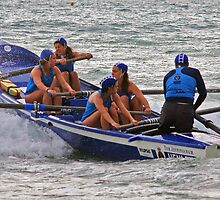 Henley girls at Lorne by Andy Berry
