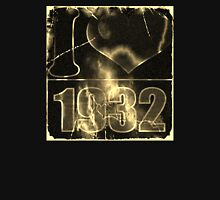 I love 1932 - Vintage lightning and fire T-Shirt Hoodie